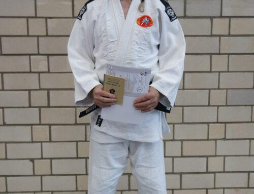 Unser Judoka Siggi Preuß bestand erfolgreich die Prüfung zum 5. Dan!